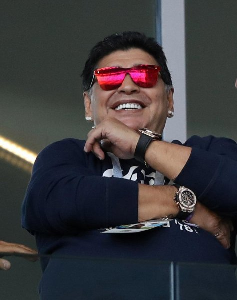 Фанаты выяснили, почему Диего Марадона носит две пары часов