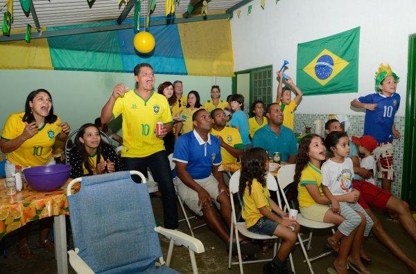 Футбольные фанаты не бросали яйца в автобус сборной Бразилии после ЧМ-2018