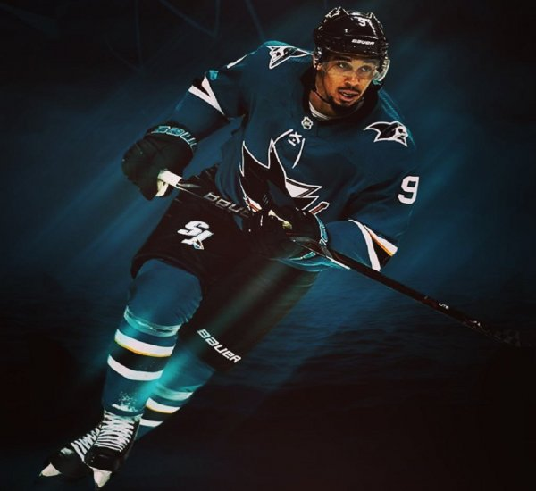 «Испорченный»: Канадского хоккеиста раскритиковали за фото с деньгами