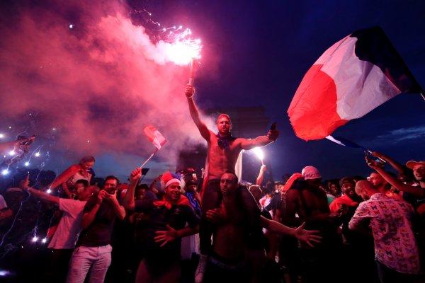 Празднование победы на ЧМ-2018 во Франции закончилось беспорядками